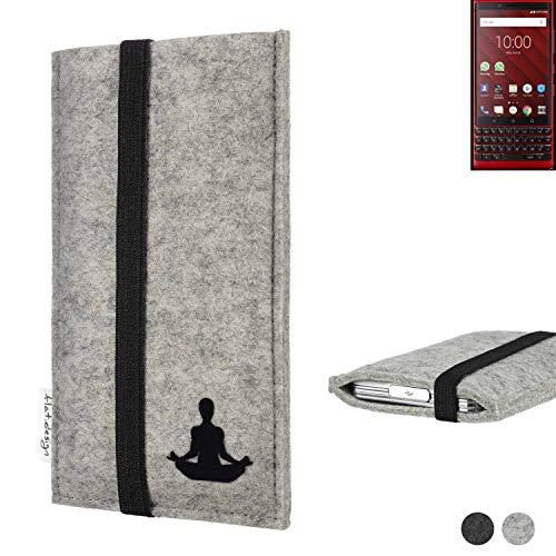flat.design Handy Hülle Coimbra für BlackBerry KEY2 Red Edition - Yoga Asana Lotussitz Tasche Hülle Filz Made in Germany hellgrau schwarz