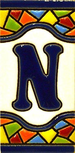 Letreros con numeros y letras en azulejo de ceramica policromada, pintados a mano en técnica cuerda seca para placas con nombres, direcciones y señaléctica. Texto personalizable. Diseño MOSAICO MINI 7,3 cm x 3,5 cm. (LETRA 'N')