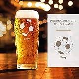 Smyla Premium Bierglas Fußball mit Gravur | Geschenk-Idee | personalisiertes Bier-Glas mit Name | Geschenk für Männer 0,5 Liter