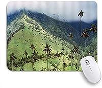 VAMIX マウスパッド 個性的 おしゃれ 柔軟 かわいい ゴム製裏面 ゲーミングマウスパッド PC ノートパソコン オフィス用 デスクマット 滑り止め 耐久性が良い おもしろいパターン (日の出前の霧の中の針葉樹の森と丘の中腹の草原にあるファームハウスのモミの木)