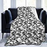 Ngxianbaimingj Manta de franela de color blanco y negro con borde cosido acogedor, alfombra térmica portátil para cama sofá de 150 x 150 cm