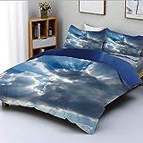 Juego de funda nórdica, rayos de sol Rayos solares que se rompen a través de enormes nubes oscuras Ver imagen ingeniosa Decorativo Juego de cama de 3 piezas decorativo con 2 fundas de almohada, azul g