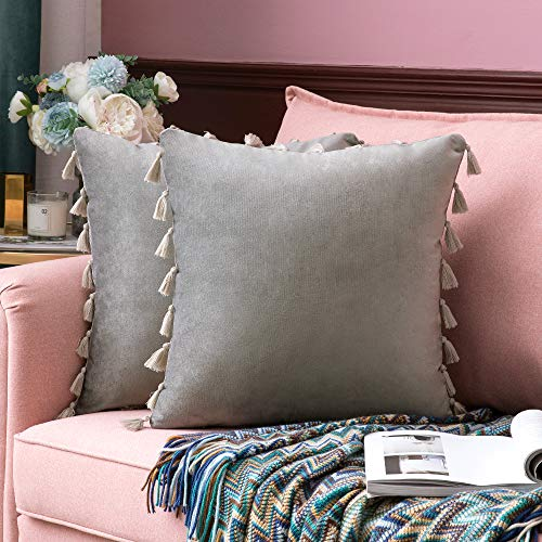 MIULEE - Juego de 2 fundas de cojín decorativas de terciopelo suave con borlas y flecos para sofá, cama, 61 x 61 cm, color gris