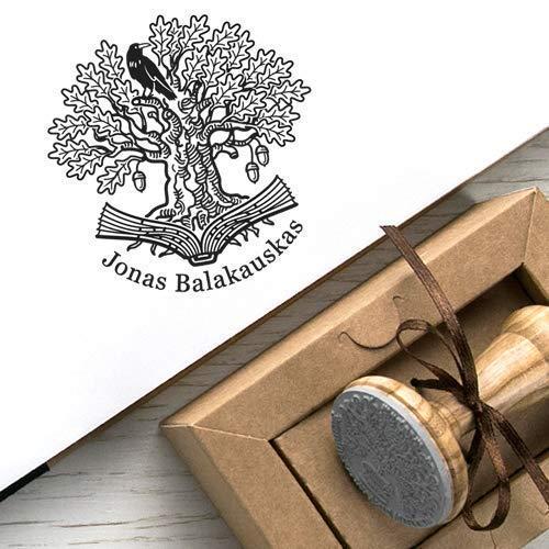 Personalisierter Stempel Rabe Name, Ex libris Stempel Schwarzer Krähe Sitzt auf einem Alte Eiche Baum, Baum Buch Wurzeln Stempel Handmade Individuell Rund, Kraft Geschenkbox