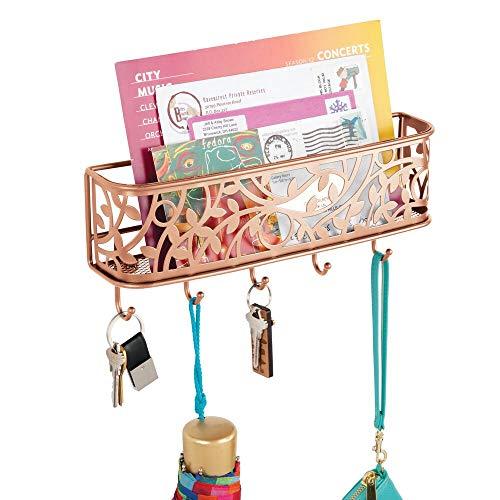 mDesign Guardallaves con Cesta metálica para Pasillo y Cocina – Compacto Llavero de Pared con Bandeja para Cartas y 5 Ganchos para Colgar – Colgador de Llaves de Metal para Pared – Color Cobre