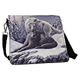 Snow Kisses Wolf Embossed Shoulder Bag [Importación inglesa]