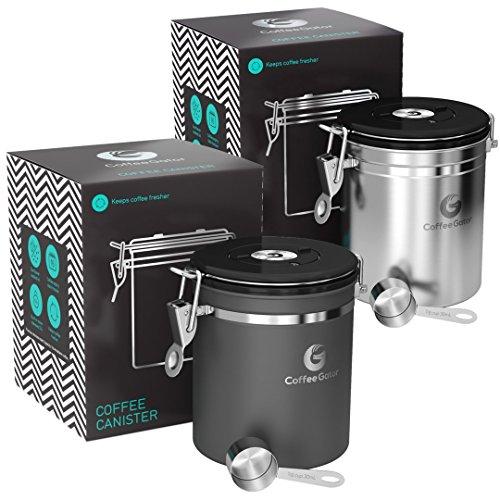 Coffee Gator-Edelstahl-Kaffeedose – Hält gemahlener Kaffee und Bohnen länger frisch – Behälter mit Datumsverfolgung, CO2-Freigabeventil und Messlöffel - Mittel - Edelstahl und Grau, 2-pack