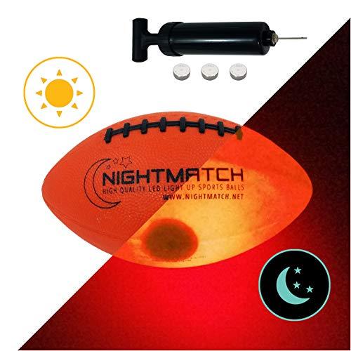 NIGHTMATCH LEUCHT-Football MIT BALLPUMPE UND ERSATZBATTERIEN - Junior Größe 3 - American Football Ball - helle, Sensor-aktivierte LED-Beleuchtung - Offizielle Größe & Gewicht - Nacht-Football