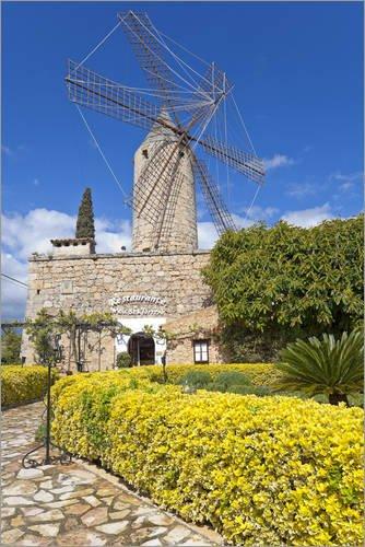 Póster 100 x 150 cm: Windmill in Serra de Tramuntana, Mallorca de Chris SEBA/Mauritius Images - impresión artística, Nuevo póster artístico