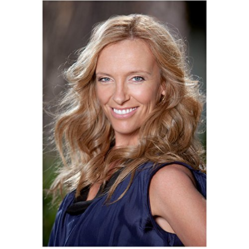 Toni Collette 8 inch x 10 inch Photograph United States of Tara (TV Series 2009 - 2011) Beautiful Smile Body Facing Right Pose 2 kn