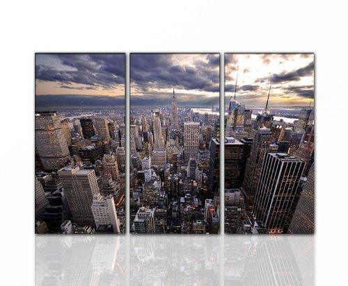 Wandbild New York CITY Gesamt 130x80 cm (NY_Skyline_Panorama_3x40x80cm) Deko Bilder fertig gerahmt mit Keilrahmen groß im Bilder Shop. Ausführung schöner Kunstdruck auf echter Leinwand als Wandbild mit Rahmen. Preiswerter als Ölbild Gemälde Foto Poster Plakat mit Bilderrahmen. Picture Style (New York City Panoramabild). 100% Made in Germany.