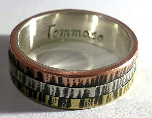 Anillo de compromiso de plata con tres metales en el exterior, estilo Cartier con el texto personalizado.