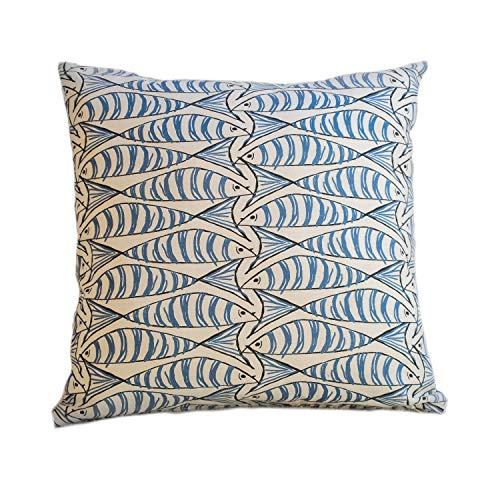 Funda de cojín de doble cara con diseño de peces marinos. Diseño de sardinas. Pez marino azul índigo sobre un fondo blanco. Cuadrado de 43 x 43 cm