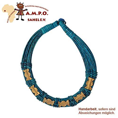 Handgefertigte Lederkette mit Bronze-Applikationen auf traditionelle Weise mit Tuareg Mustern gepunzt - hergestellt von einer Kunsthandwerkerin in West - Afrika, petrol