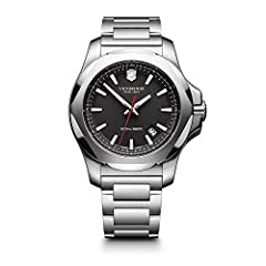 DISTINGUISHED LOOK. The stainless steel bracelet not only gives this watch a classic, sophisticated look, but is also highly resilient. Practical for everyday wear but dressy enough for evenings, this watch effortlessly combines function and form. SW...
