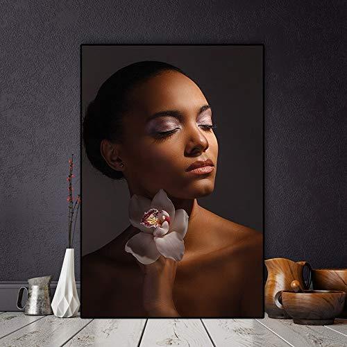 Geiqianjiumai Nackte Afrikanerin mit Blumenmalerei-Plakaten und Drucken von Wandgemälden des rahmenlosen Gemäldes des nordischen Wohnzimmers 40x60cm