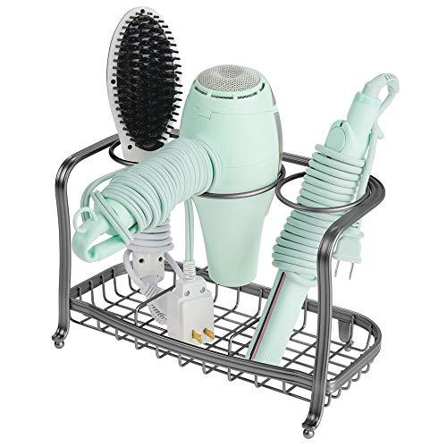 mDesign Soporte para secador de pelo de pie y sin taladro – Soporte para plancha de pelo, secador, cepillos y otros productos de peluquería – Cesta de rejilla de metal para organizar el baño – gris