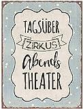Gerry's Garden Schild 'Tagsüber Zirkus, abends Theater'
