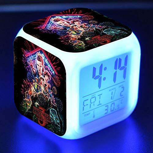 Mini Office Depot Fremde Dinge Wecker, neueste Album LED Digital Wecker 7 farbige Batterien betrieben Nachtlicht Alarm(Style 01)