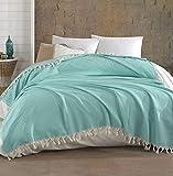 Belle Living Hitit Tagesdecke Überwurf Decke - Wohndecke hochwertig - perfekt für Bett & Sofa, 100prozent Baumwolle - handgefertigte Fransen, 200x250cm (Babyblau)