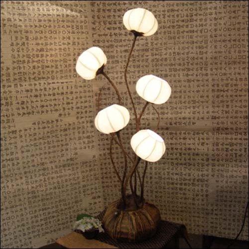 Lampe en papier de maïs riz faite à la main avec motif à cinq fleurs, chapeau art blanc rond ballon marron Asie orientale décoration de table de nuit décoration de maison de chambre à coucher table