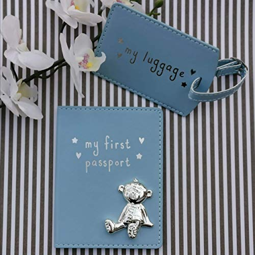Button Corner, set regalo per bambini, custodia passaporto e etichetta bagaglio, con orsetto in metallo e scritta in inglese My First Passport & My Luggage