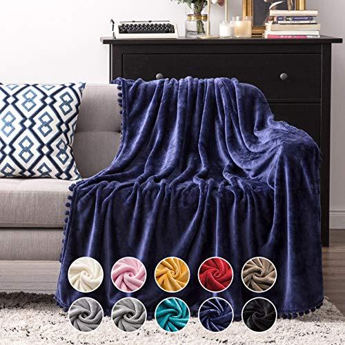 MIULEE Kuscheldecke Fleecedecke Flanell Decke Mit Pompoms Einfarbig Wohndecken Couchdecke Flauschig Überwurf Mikrofaser Tagesdecke Sofadecke Blanket Für Bett Sofa Schlafzimmer Büro 150x200 cm Blau