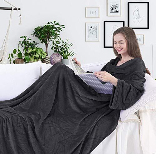 DecoKing 97236 TV-Decke 150x180 cm graphit Microfaser Kuscheldecke mit Ärmeln und Taschen Mikrofaserdecke Fleecedecke weich sanft Füßtasche Tagesdecke charcoal anthrazit dimgray Lazy