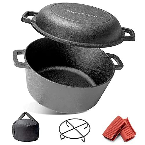 GUSSMANN Gusseisen Topf Gusseisenpfanne 2in1 Schmortopf Dutch Oven Set Camping Bräter 26cm zum kochen, Brot backen, einsatzfertig | Mit Untersetzer, 2x Griffschutz und Tragetasche 4.6L