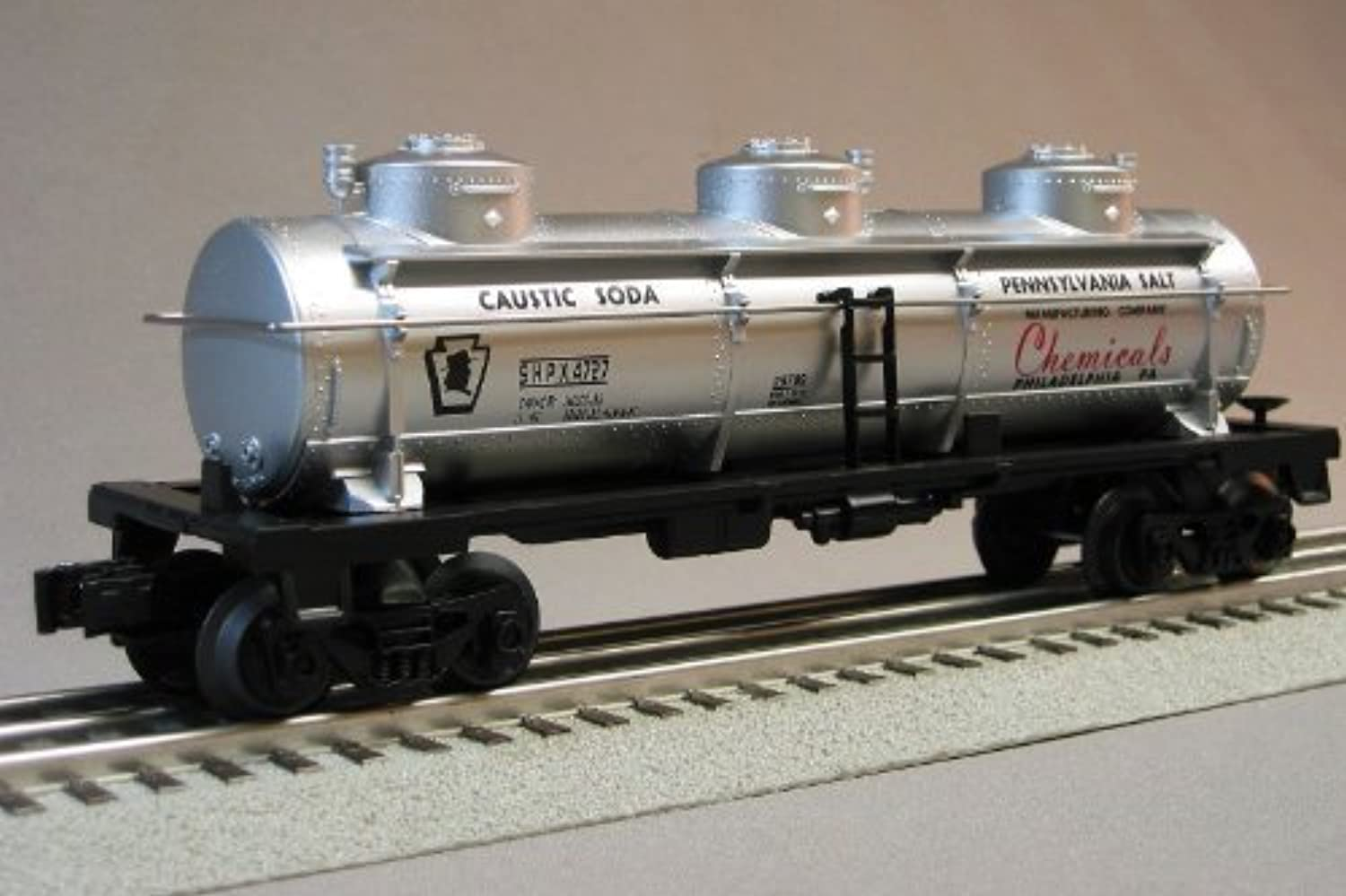 LIONEL PRR THREE DOME TANKER PENNSYLVANIA SALT CO 4727 train 6-30233 tank auto 6-29789 by Lionel