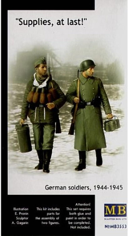 Masterbox 1 35  Supplies at Last German Soldiers 194445  MAS3553