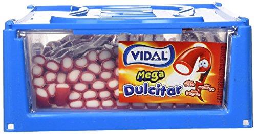 Vidal Golosinas Mega Dulcitar. Regaliz relleno con intenso sabor a fresa. Color rojo y su interior blanco. Bandeja 70 unidades.