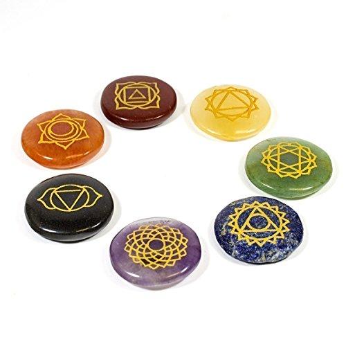 Kala Emporium natürlicher Edelstein 7Chakra Set Hand Gravur Chakra Symbol auf jeder Chakra Stein Set (Chakra rund Set)