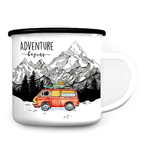 Wandtattoo Loft Tasse Emaille Campingbecher Adventure Begins roter Bus Berge/schwarzer Becherrand
