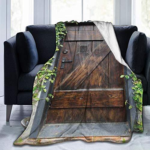 QIUTIANXIU Mantas para Sofás de Franela 150x200cm Pequeño jardín Secreto rústico de la Puerta de Madera teñida Oscura del Estilo español con la Ventana Rejilla Manta para Cama Extra Suave
