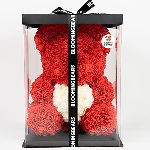 Bloomingbears - Rose Bear - Bär aus Rosen - Rosen - Bär - BlumenBär - Rosen teddybär - Valentinstag - Muttertag - Geburtstag - Herz - 40 cm mit Geschenkbox & Geschenkkarte - rot mit weißem Herzen