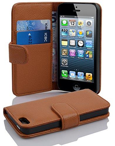 Cadorabo Hülle für Apple iPhone 5 / iPhone 5S / iPhone SE in Cognac BRAUN – Handyhülle aus Strukturiertem Kunstleder mit Standfunktion und Kartenfach – Case Cover Schutzhülle Etui