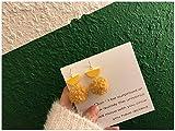 Chwewxi Otoño e Invierno cálidos y Lindos aretes de Felpa de Color Borla Larga corderos de Pelo de Pelota de Cordero Clip de Oreja de Temperamento Coreano, par de Gancho de Oreja Amarilla M120