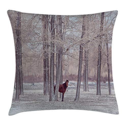 Funda de almohada para cojín, diseño de animales, con caballos solitarios en el bosque, detrás de árboles sin hojas, invernal y nieve. Funda de almohada decorativa cuadrada de 55,88 x 55,88 cm, color marrón y beige