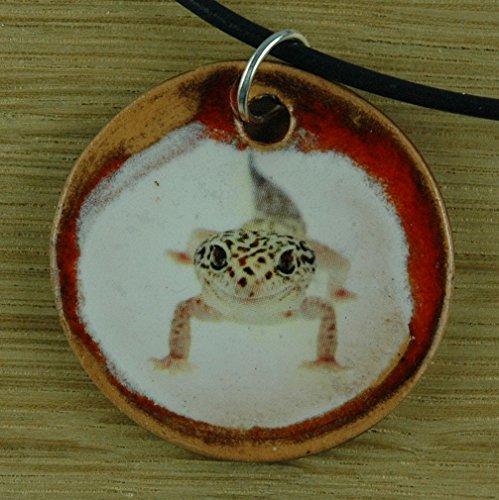 Echtes Kunsthandwerk: Hübscher Keramik Anhänger mit einem Gecko; Kriechtier, Reptil, Schuppen, Echse
