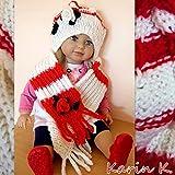 Baby- Set: Mütze und Schal im Rot- Weiß- Farben- MIX mit gehäkelter Blüten- (rot und weiß) und Blattapplikation (dunkelgrün), gestrickt aus 85% Polyacryl und 15% Schurwolle/Wool