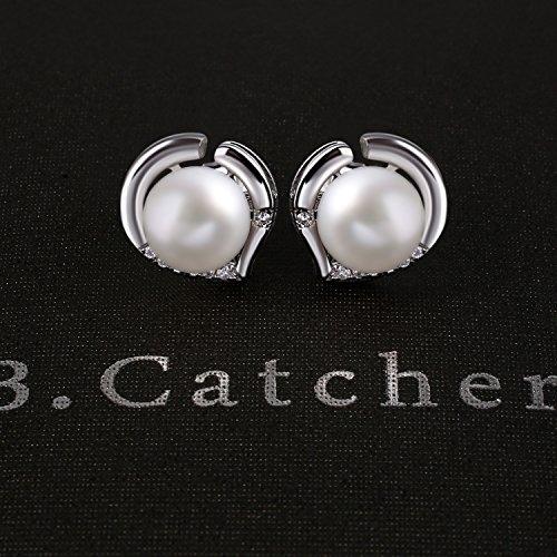 B.Catcher Boucles d'oreilles en argent 925-Coeur-Cadeau pour la fête des mères-Freshwater-Perle d'eau-Saint-Valentin… 5 Bijoutier Boutique Matériau: Argent 925, perle d'eau douce naturelle, zircone cubique 5A. Diamètre: environ 10mm, perles sont 8mm. Un cadeau fantastique pour votre bien-aimé pour les fêtes, les anniversaires. Style à la mode. Incrustées avec zirconium cubique brillant et perles d'eau douce, installée dans l'écrin noir élégant.