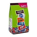 Contains one (1) 33.43-ounce party pack bag of Hershey Miniature-Size Candy Assortment treats with approximately 60 chocolate pieces A fun size candy mix ideal for parties, movie nights, lunch desserts and sharing moments Certified kosher mixed party...