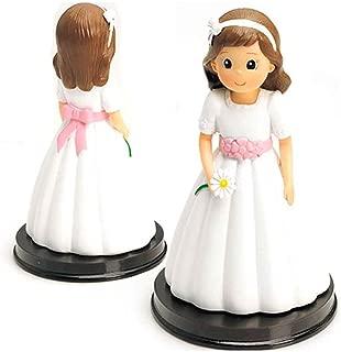 Figura tarta niña Comunión con vestido blanco, fajín rosa y margarita en la mano. Recuerdo pastel Primera Comunión chica.