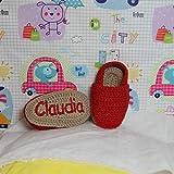 Alpargatas bebé en ganchillo personalizadas con el nombre bordado en una de las suelas (color rojo)