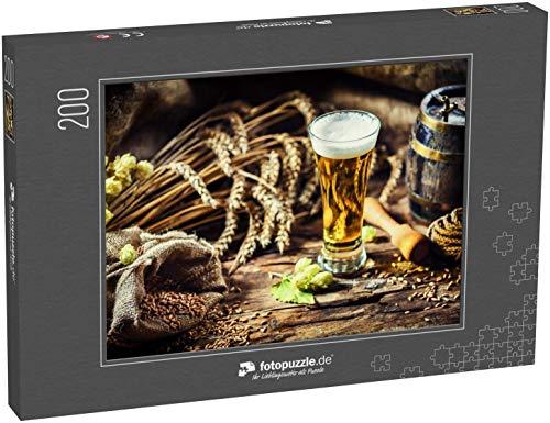 fotopuzzle.de Puzzle 200 Teile EIN Glas frisches kaltes Bier in rustikaler Umgebung. Hintergrund zu Essen und Trinken (1000, 200 oder 2000 Teile)