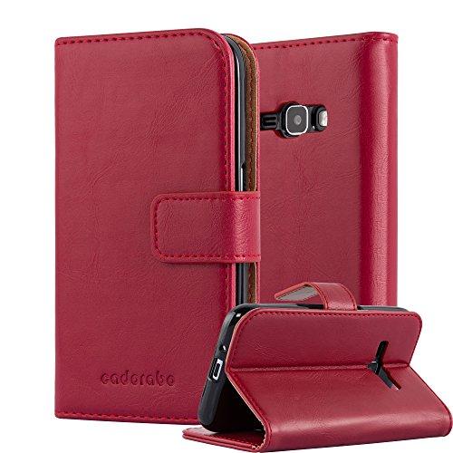 Cadorabo Custodia Libro per Samsung Galaxy J1 2016 in ROSSO VINACCIA - con Vani di Carte, Funzione Stand e Chiusura Magnetica - Portafoglio Cover Case Wallet Book Etui Protezione