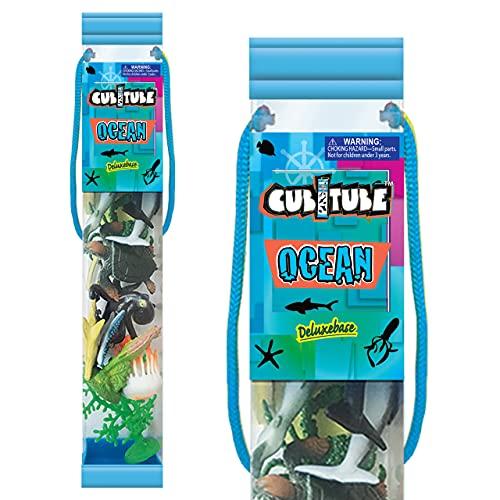 Cubitube - Océano de Deluxebase. Colección de 11 Piezas de Figuras pequeñas de la Vida Marina y Accesorios. Tubo de Almacenamiento de plástico Reutilizable de Mini réplicas de Animales del océano