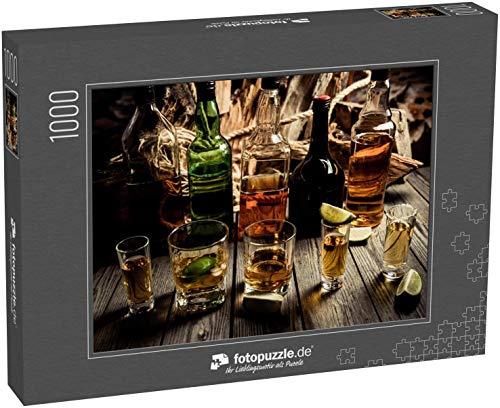 fotopuzzle.de Puzzle 1000 Teile Viel Alkohol, Whiskey, Tequila, Bourbon, Brandy, Rum auf Einer Holztheke, Vintage-Foto