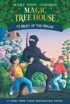 Paperback Night of the Ninjas (Magic Tree House, No. 5) Book